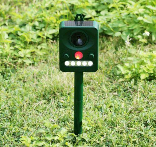 Ruichenxi Ultrasonic Solar Pest Repeller Pest Control Outdoor Animal Repellent For Birds, Dogs, Cats, Mice,Squirrels, Rabbits, Skunks, Bats, Rats, Foxes, Raccoons